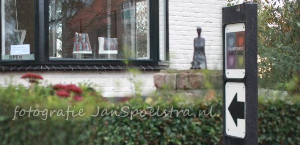 Diefstal kunstwerken uit de kunstmaand op Ameland. Klein bronzen is gestolen bij galerie 31