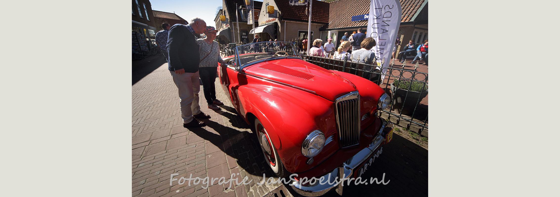 IJsje eten en oude auto's bekijken op Ameland.